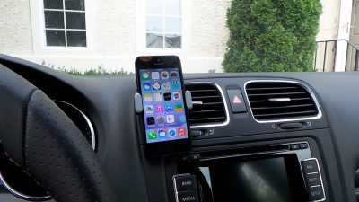 miglior-supporto-smartphone-per-auto