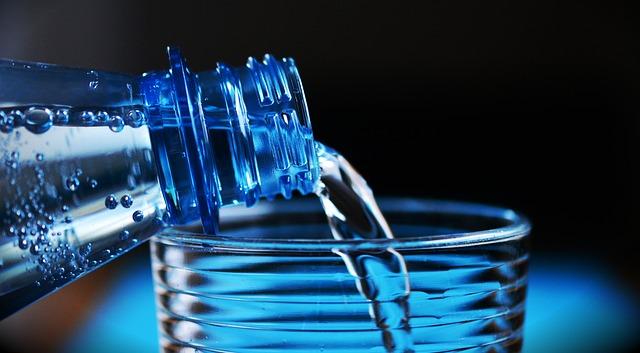 Bevi-almeno-due-litri-di-acqua